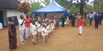 Les enfants Sourd-muets chantant l'Hymne National en langage des signes