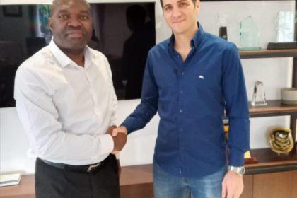 Armand Claude Abanda et le Dg de Burotop Iris à Brazzaville